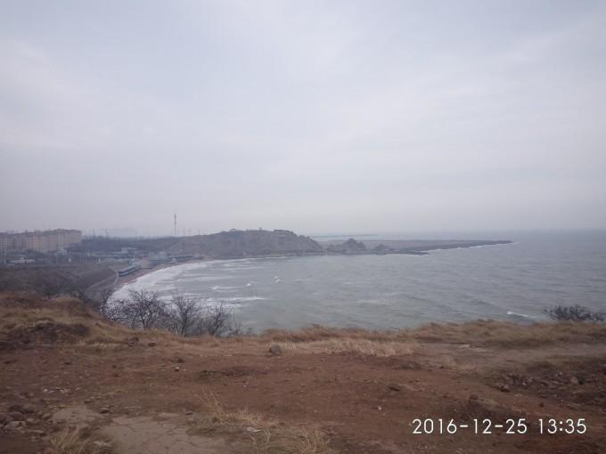 望海寺院,坐落于海滨浴场西侧的三道沟坡上.
