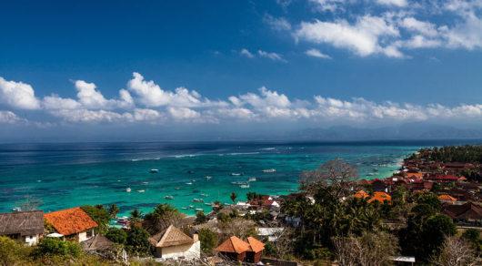 【梦幻海滩】位于蓝梦岛西岸,海滩上的沙子洁白,柔软,细腻,踩上去