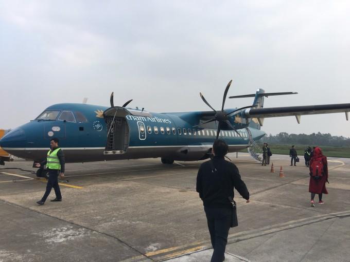 飞机离地不足半米,只有68个座位.