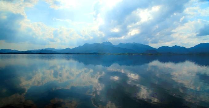 千岛湖的照片,曝光不准请多见谅 在往云龙县的路上,一块牌子,写着天池