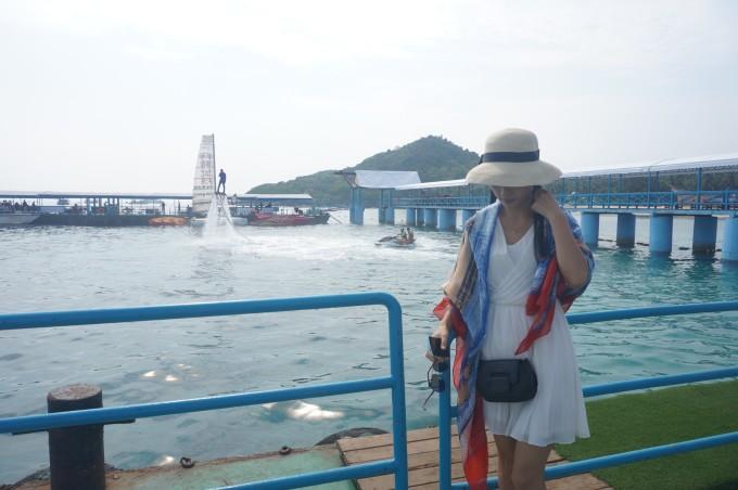 蜈支洲岛 第一天:我们自驾游 来到了蜈支洲岛上面,需要从码头那边坐船