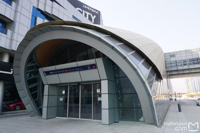 地铁隧道里的迪拜塔 迪拜的地铁站.