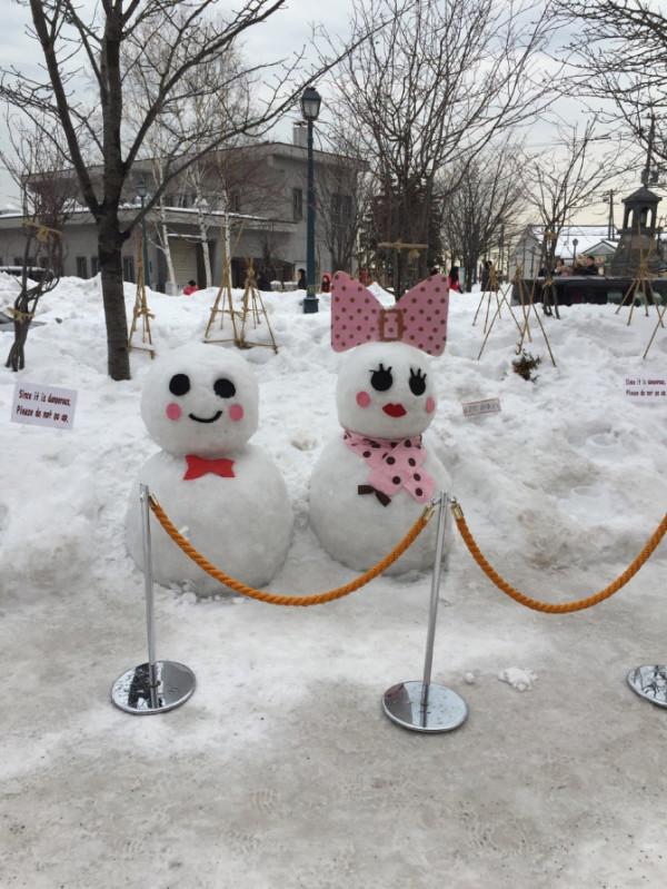 很多的雪人,很可爱