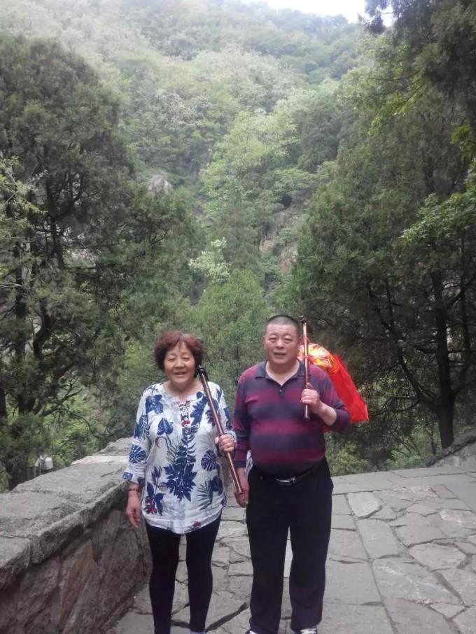 此路沿途景点主要有:天地广场,冯玉祥墓,龙潭水库,白龙池,长寿桥,竹林
